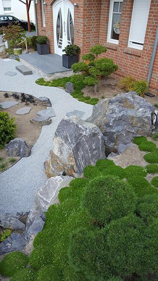 japanisch inspirierter Vorgarten