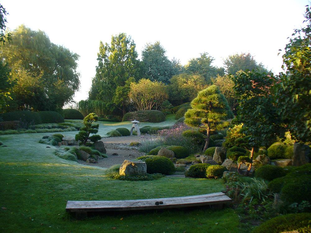 japanischer Garten in Bartschendorf im Herbst