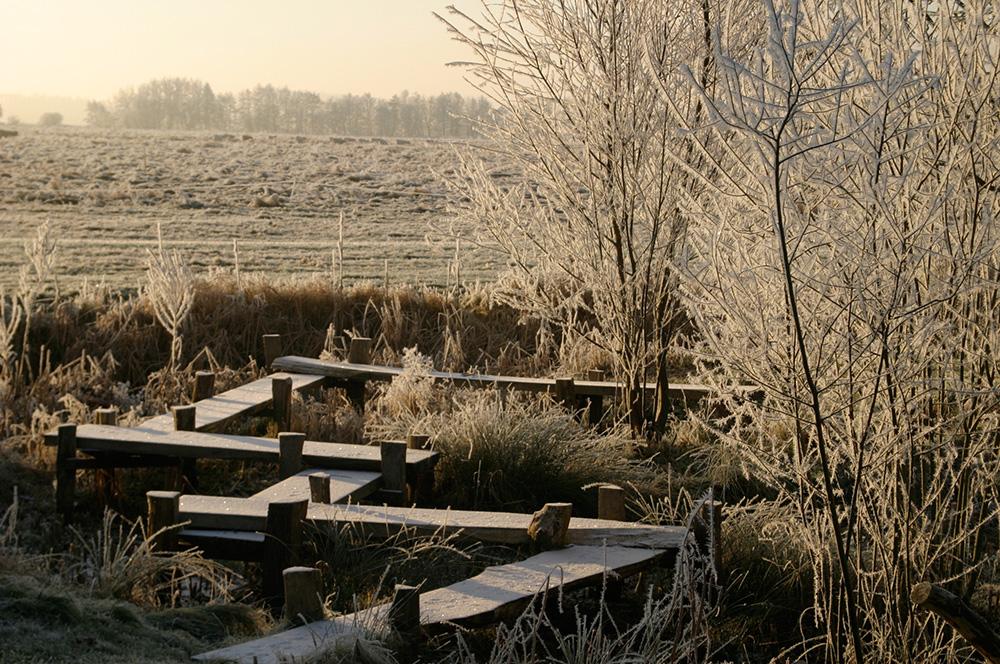 Zickzackbrücke im Winter