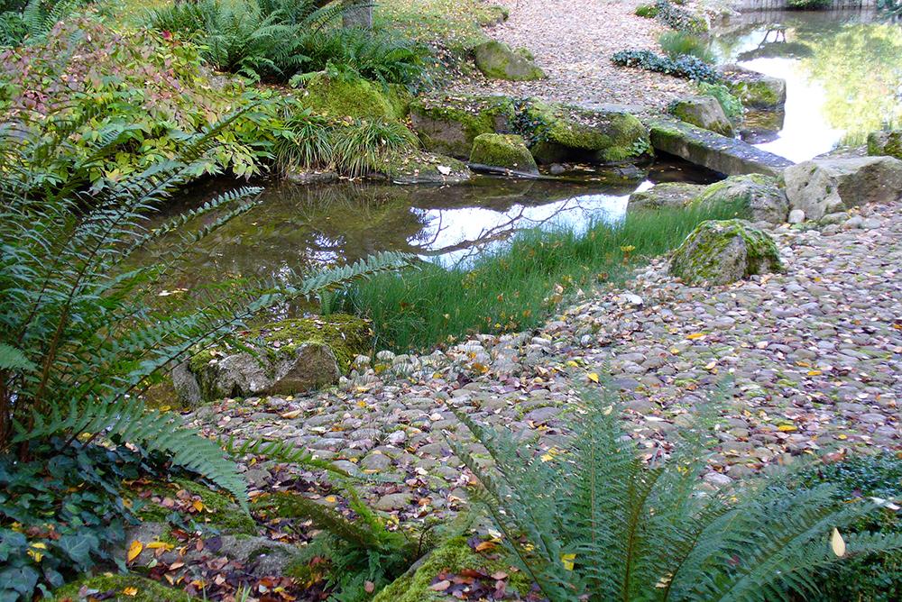 Bachlauf im japanischen Garten