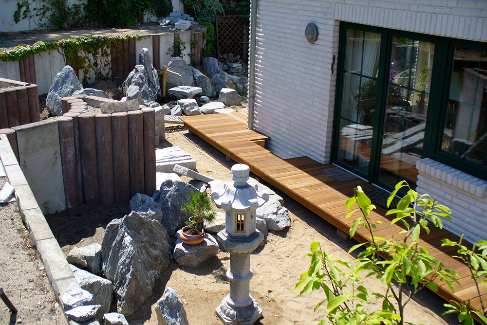 Steinsetzung im japanischen Garten