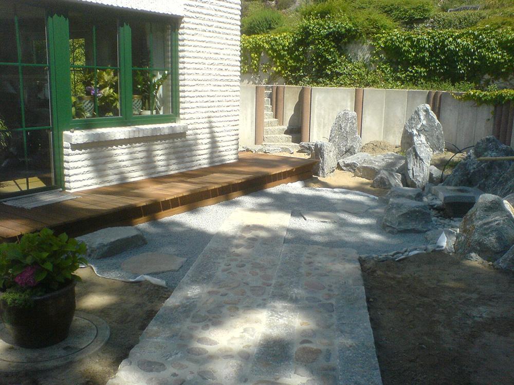 Steinsetzung im japanischen Garten in Burg Stargard