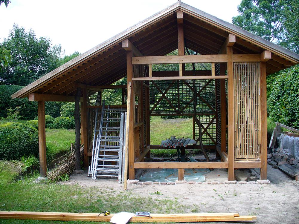 Teehaus: Unterkonstruktion für Lehmwände