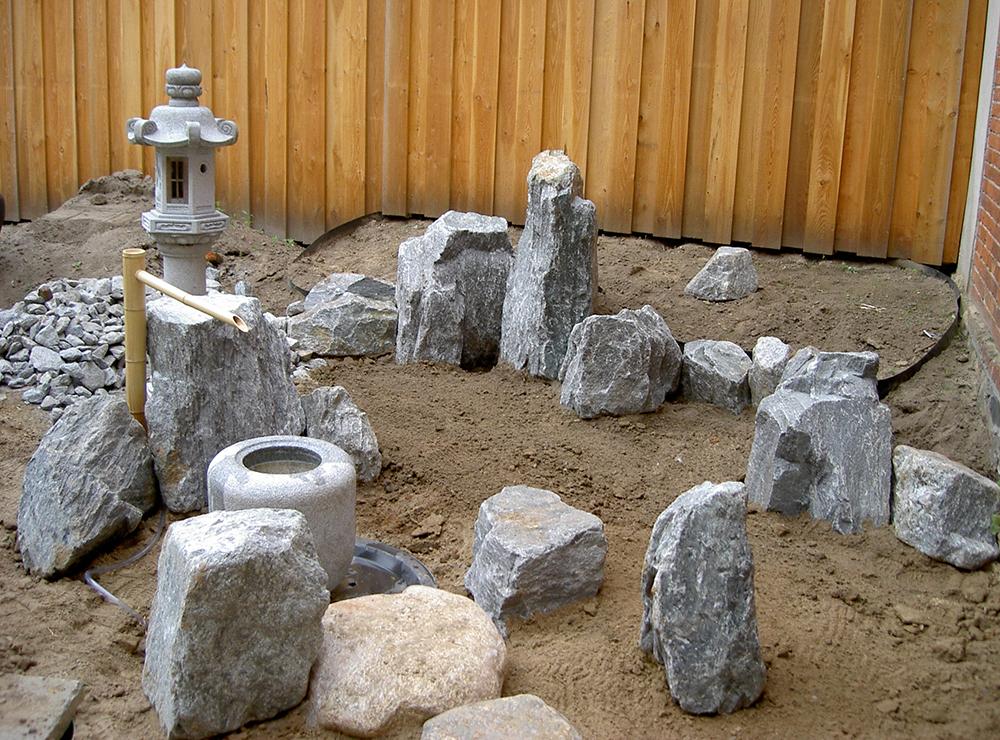 Bau eines japanischen Hofgartens
